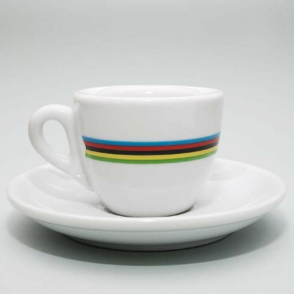coole-weiße-espressotasse-hintergund-in-weiß - sehr schönes foto
