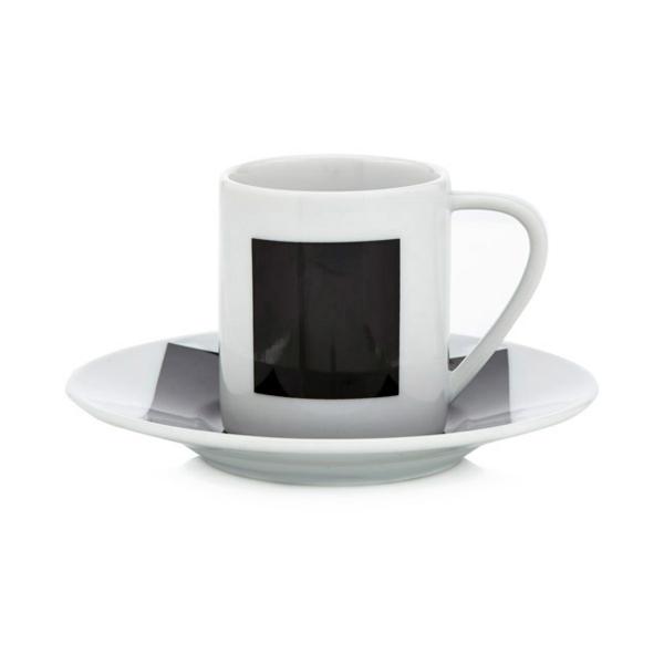 cooles-design-von-espressotasse-weiße-und-schwarze-farbe-hintergrund