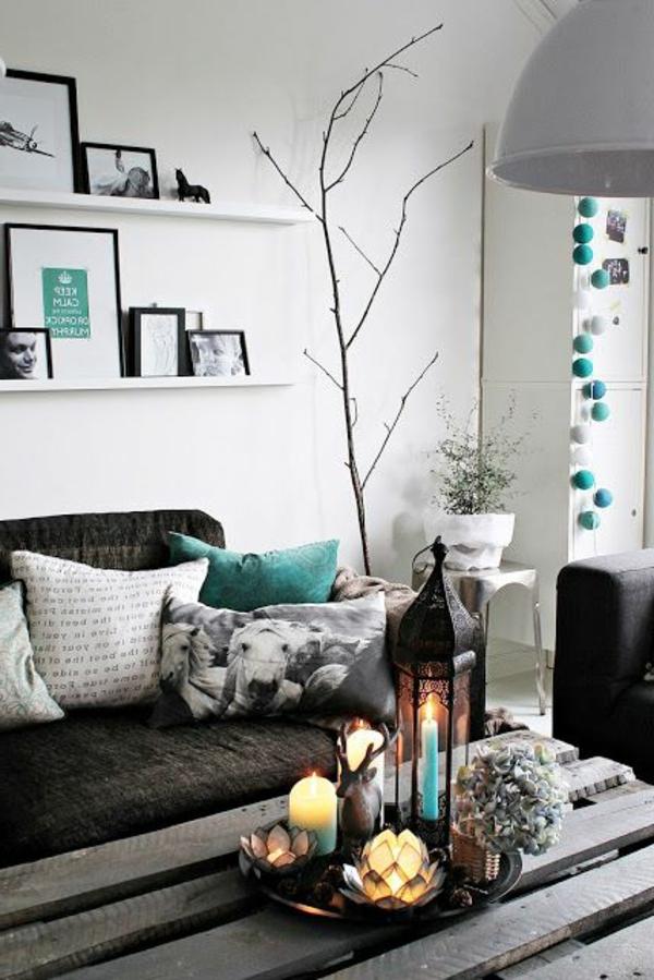 wohnzimmer einrichten - regale über dem sofa