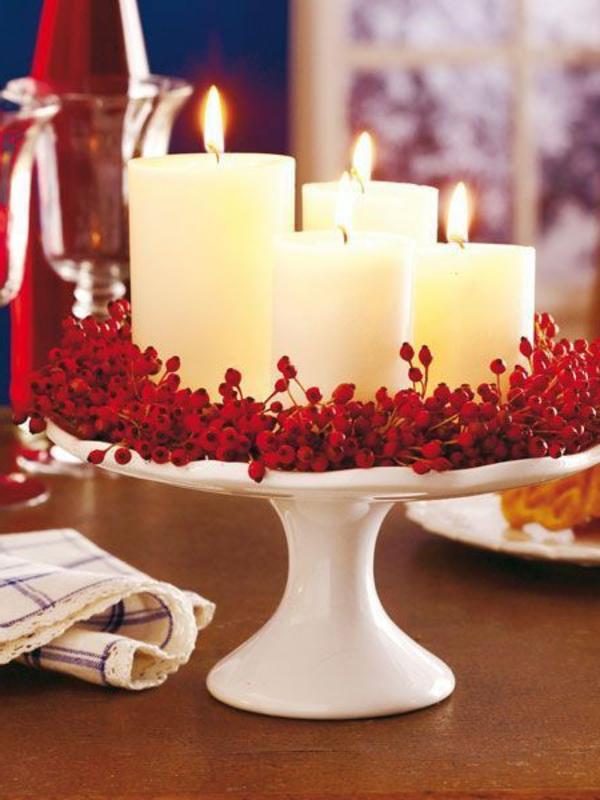 weiße weihnachtsdeko - mit roten elementen
