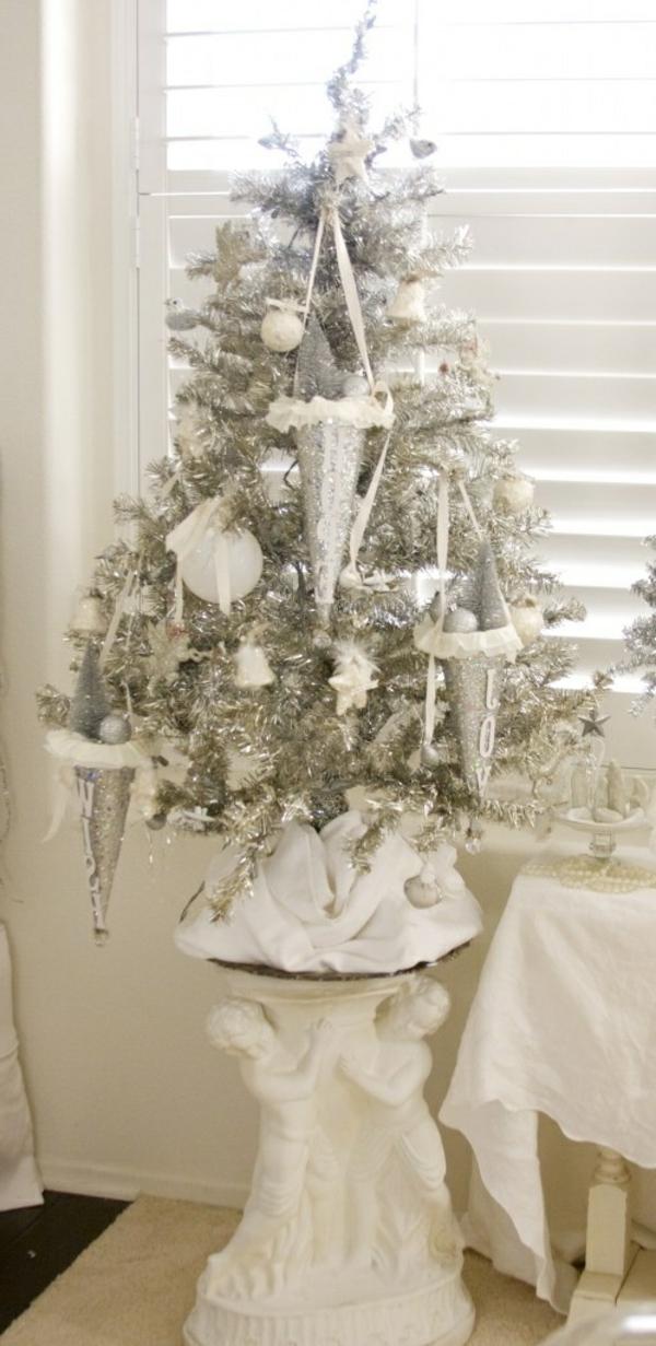 weiße weihnachtsdeko für tannenbaum - sehr schicht und schön
