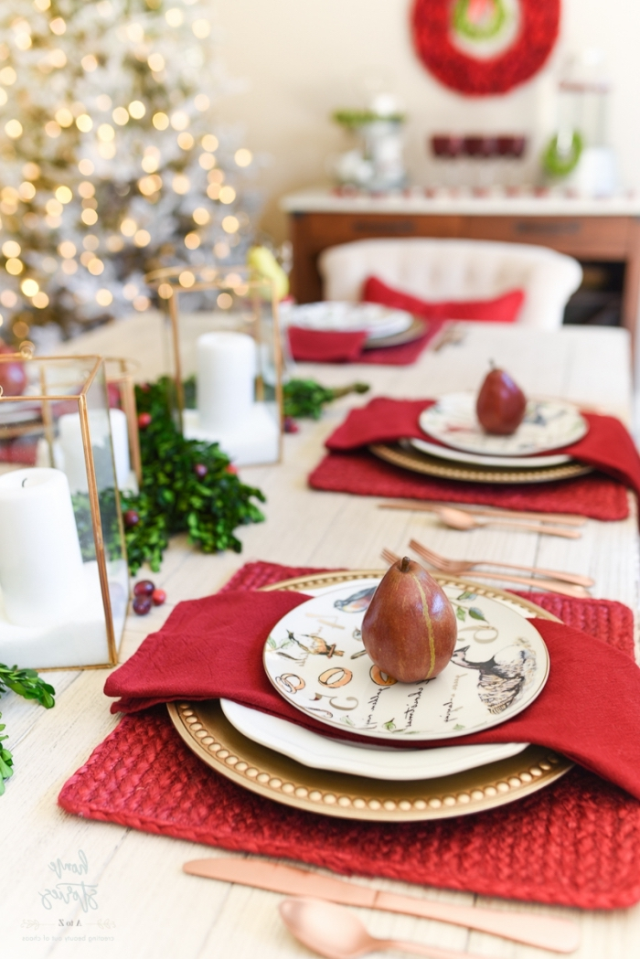 deko ideen wiehnachten, rote servietten, weihanchtliche esstischdeko, windlichter aus glas