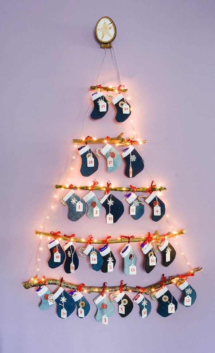 Alternative zum klassischen Weihnachtsbaum, aus Holzstäbchen, 24 kleine Strümpfe, DIY Adventskalender Idee
