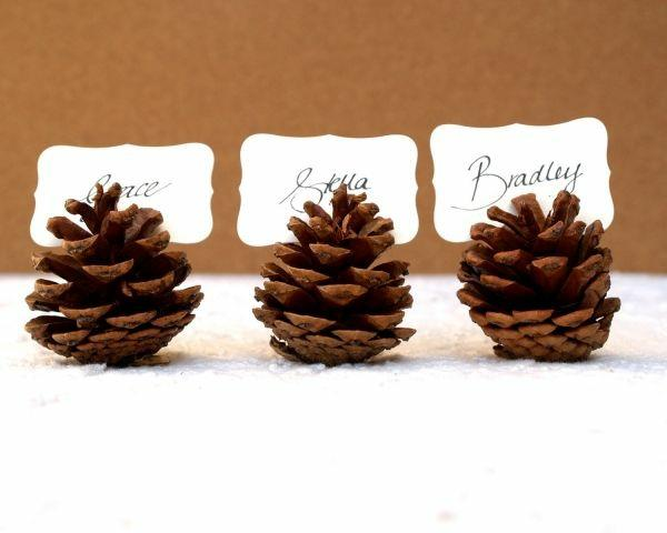 drei-Zapfen-Weihnachtsdeko-für-Tisch-wunderschöne-stilvolle-Ideen