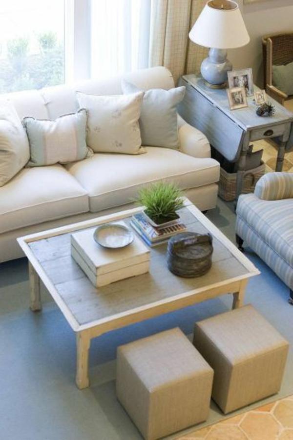 wohnzimmer einrichten - viele dekokissen auf dem sofa