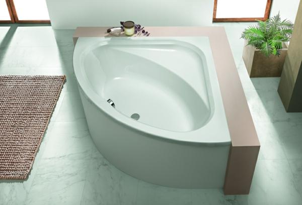 eckbadewanne-mit-schürze - im luxuriösen badezimmer