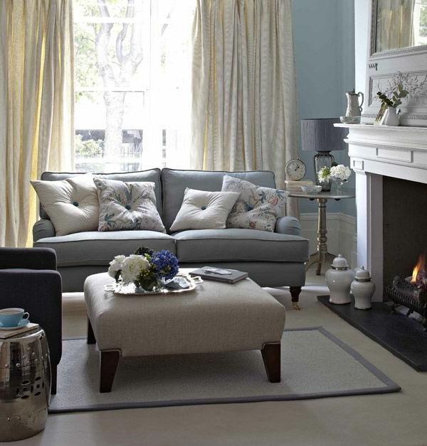 wohnzimmer einrichten - dekokissen auf dem sofa