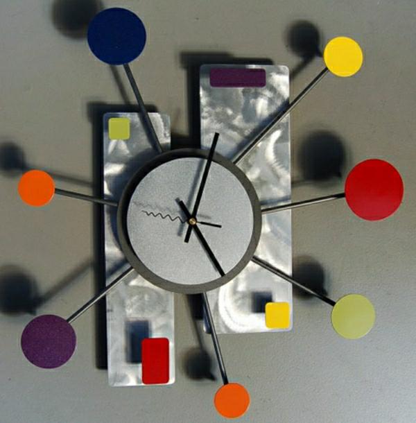 effektvolles-Wanduhr-Design-für-eine-schicke-Ambiente-in-der-Wohnung