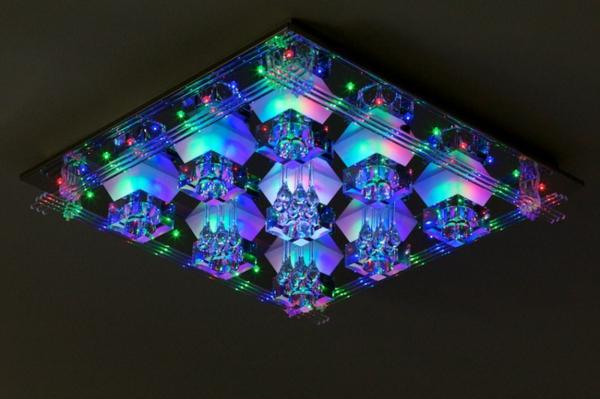 eine-interessante-quadratische-led-deckenlampe-für-zimmer