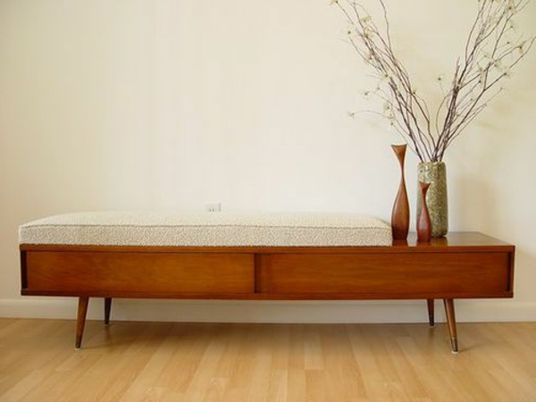 Wohnideen Fur Flur : Stilvolle elegante Sitzbank und schwarzer Teppich ...