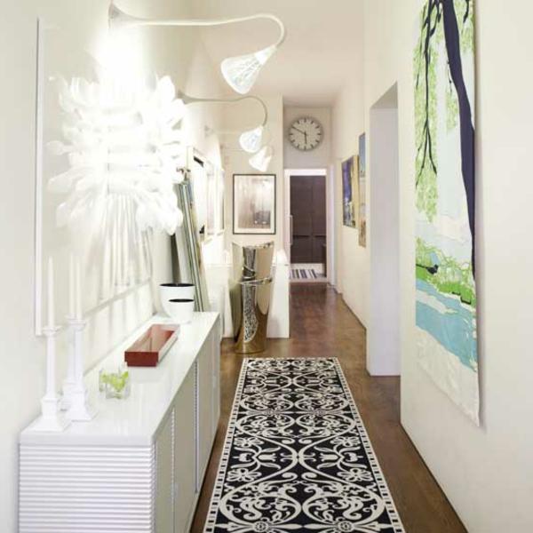 einen-schönen-und-modernen-Flur-einrichten-mit-schwarz-weißem-Teppich