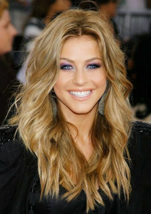einfache-frisuren-blonde-lange-haare-und-schöne-blaue-augen