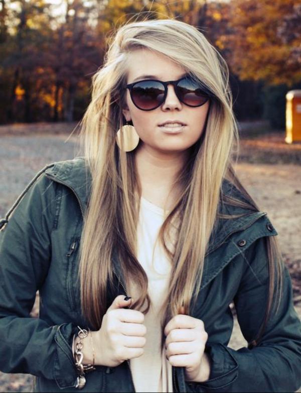 einfache-frisuren-für-lange-haare-blondes-mädchen