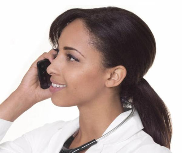 einfache-frisuren-für-lange-haare-braune-haare-weißer-hintergrund