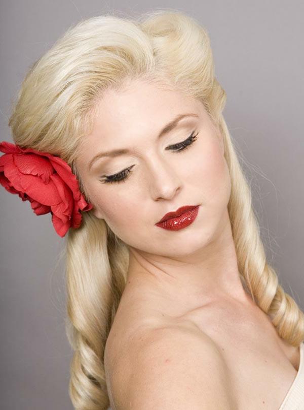 einfache-frisuren-für-lange-haare-eine-super-blonde-frau