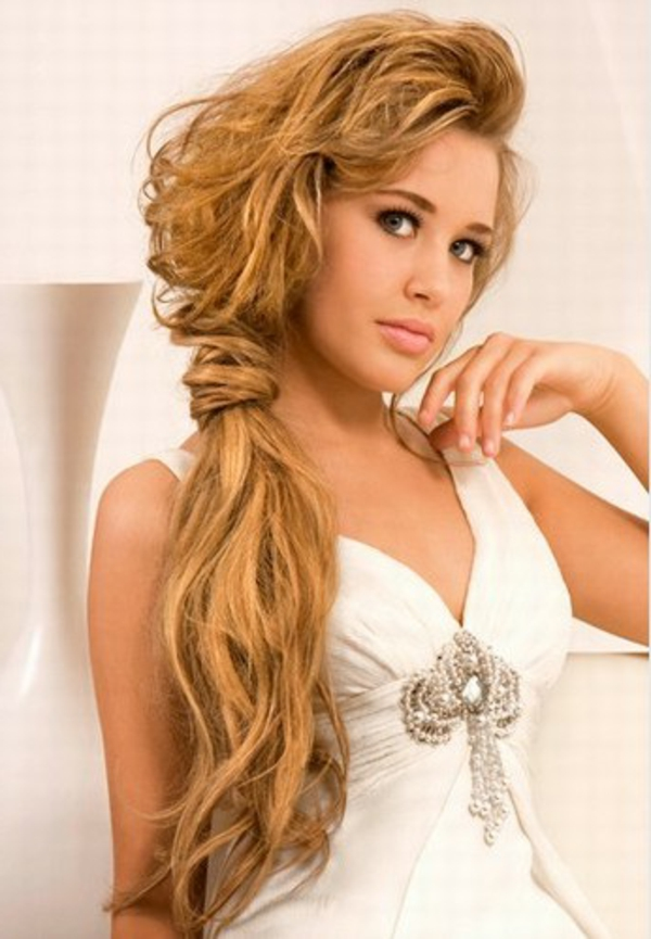 einfache-frisuren-für-lange-haare-sehr-schöne-blonde-frisur