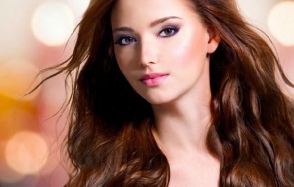 einfache-frisuren-lange-haare-in-brauner-farbe