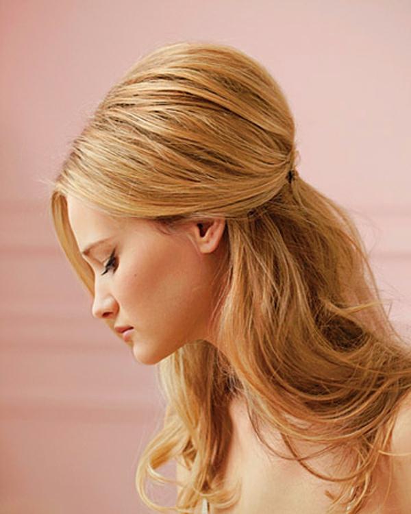 einfache-frisuren-wunderschöne-frau-mit-blonden-haaren
