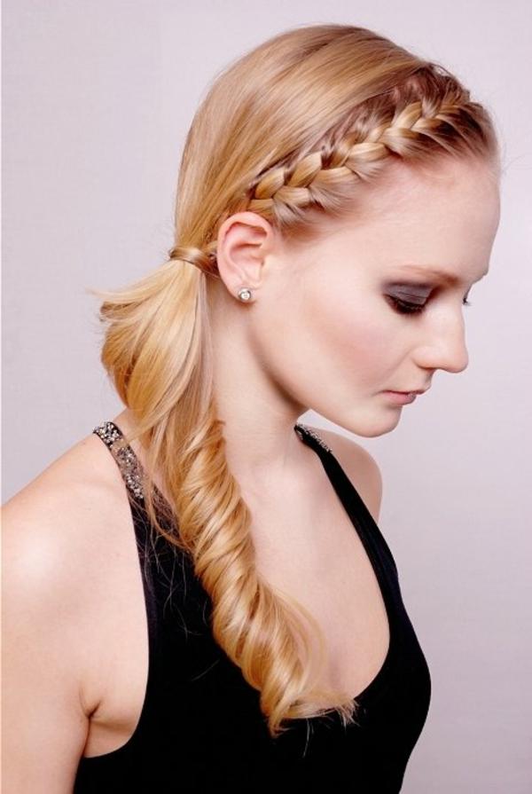 einfache-frisuren - eine wunderschöne blonde frau