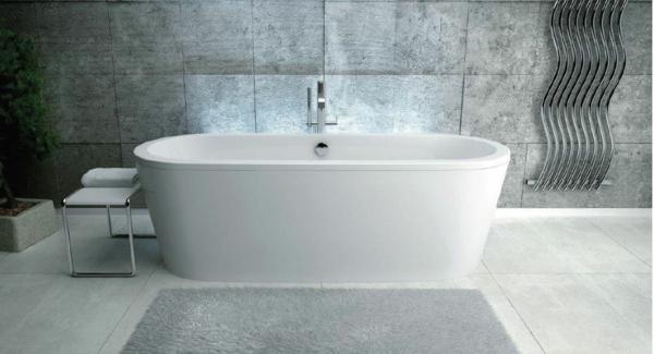 elegante-badezimmer-gestaltung-weiße-badewanne