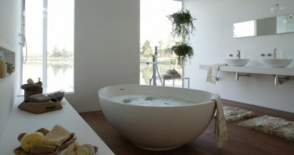 elegante-helle-kleine-badewannen-freistehend