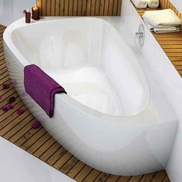 elegante-schöne-badewanne-mit-schürze
