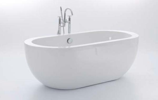 elegante-weiße-kleine-badewannen-freistehend