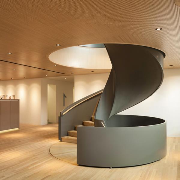 schwarze-Innentreppe-mit-modernem-Design