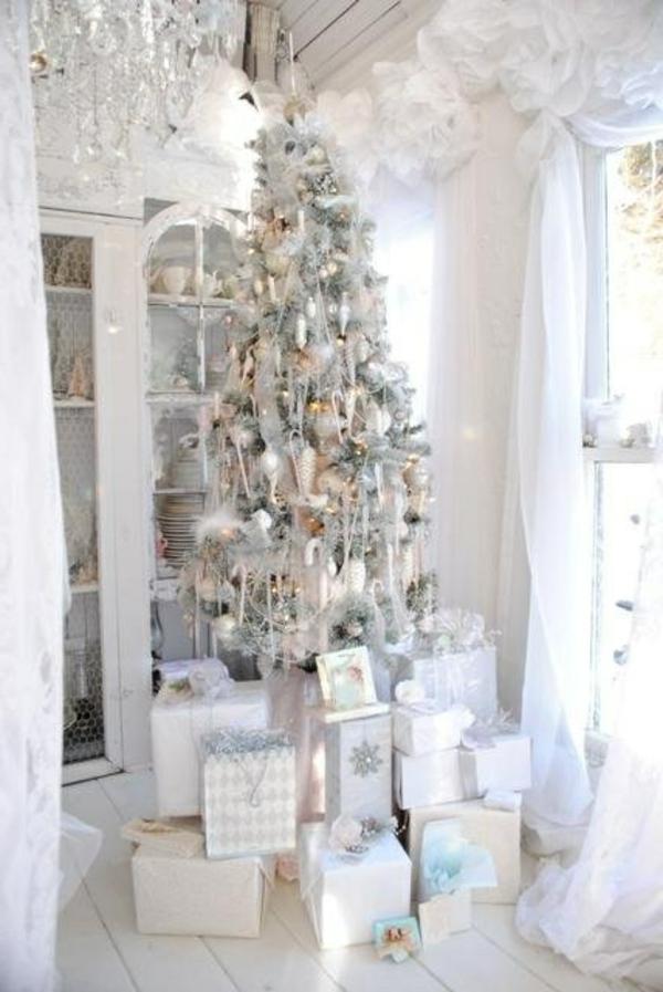 weiße weihnachtsdeko - schöner weihnachtsbaum