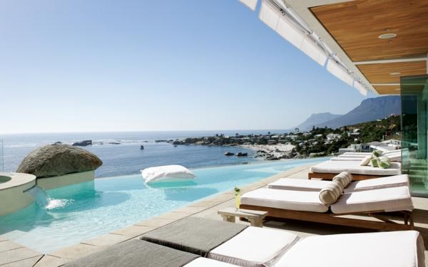 exterior-Design-Ideen-für-die-tolle-Gestaltung-einer-Terrasse-mit-einem-Pool
