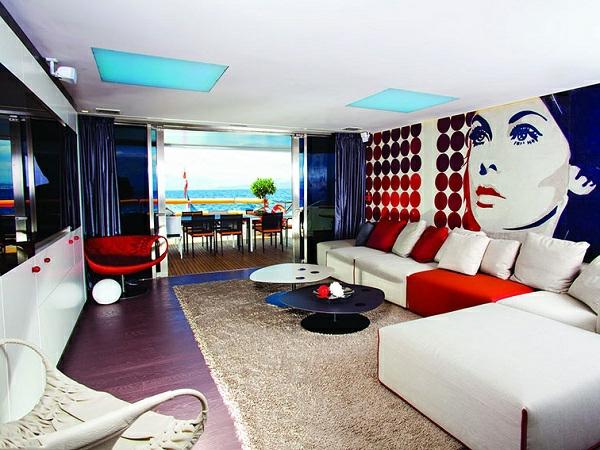 extravagante-retro-tapeten-im-luxuriösen-wohnzimmer