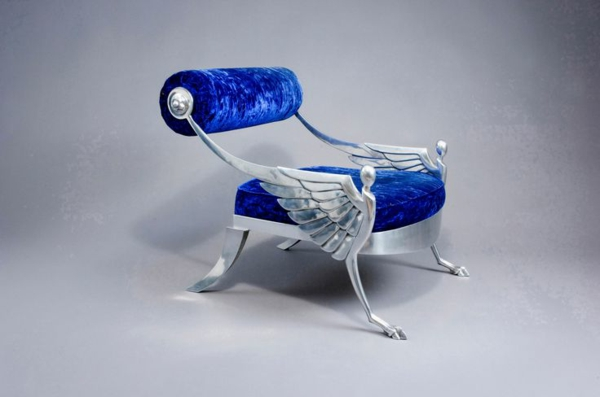extravaganter-sessel-aus-samt-blaue-farbe