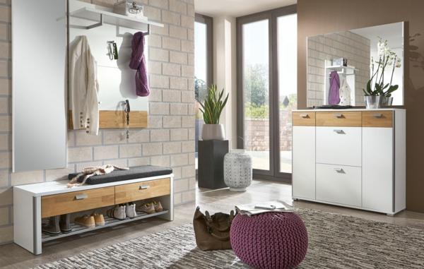 fantastische-Ambiente-im-Vorraum-Sitzbank-Holz-
