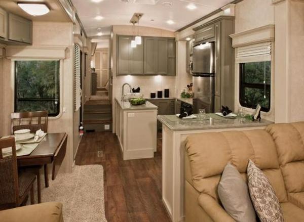 fantastische-Einrichtung-gemütliches-Design-für-den-Wohnwagen
