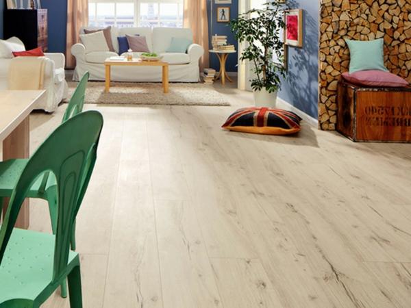 fantastischer-Laminat-Bodenbelag-in-der-Wohnung