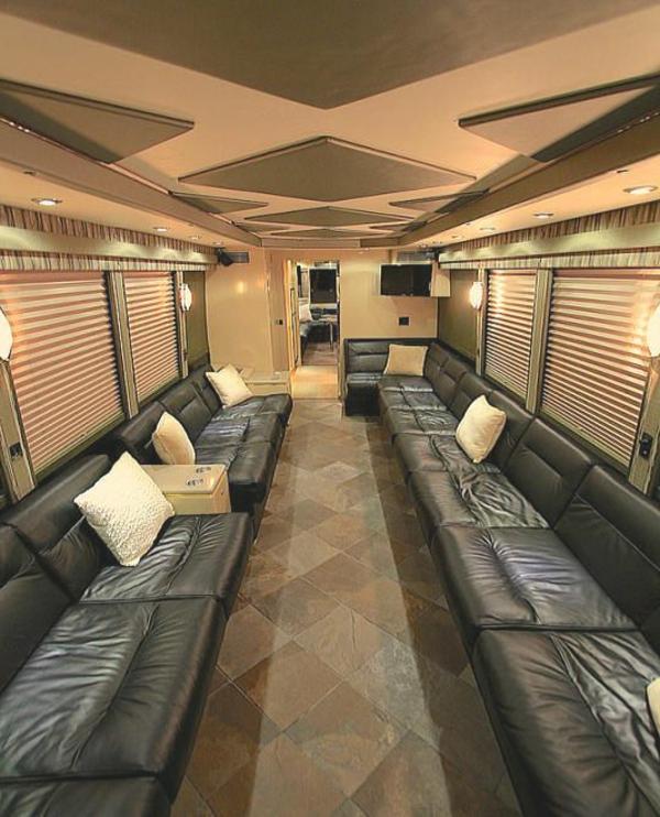 fantastisches-Wohnmobil-mit-modernem-Interior-Design--