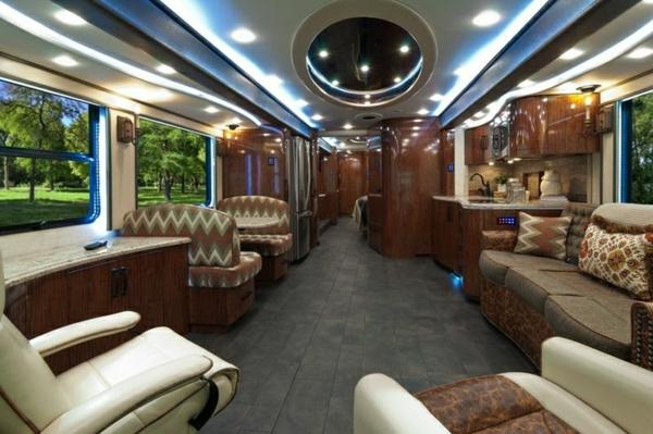 -fantastisches-Wohnmobil-mit-modernem-Interior-Design--