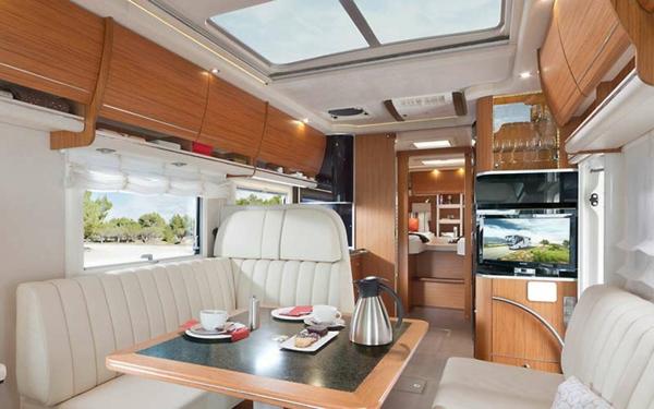 -fantastisches-Wohnmobil-mit-modernem-Interior-Design