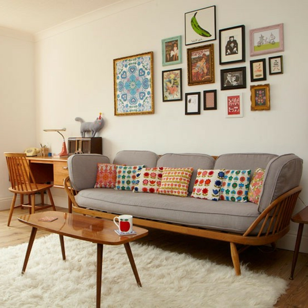 wohnzimmer einrichten - bunte dekokissen auf dem sofa