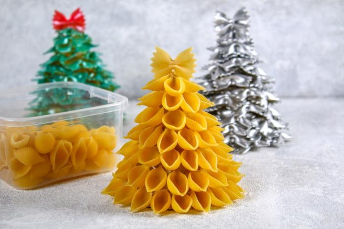 fensterdeko zu weihnachten selber machen tannenbaum aus pasta basteln anleitung