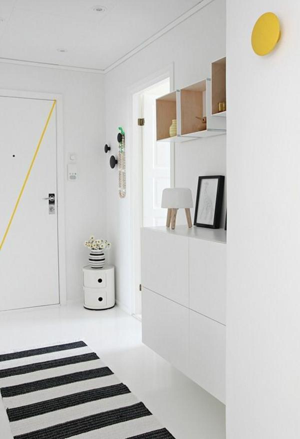 gemütliche -Atmosphäre-in-der-Wohnung-mit-Flurmöbeln-in-Weiß
