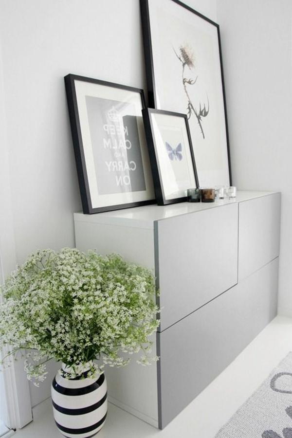 gemütliche -Atmosphäre-in-der-Wohnung-mit-Flurmöbeln-und-Dekoelementen