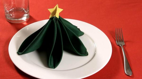 grüne-schicke-servietten-falten-weihnachten-dekoration
