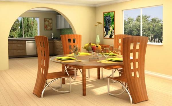 hölzerne-küchenstühle-in-einem-großen-eleganten-wohnzimmer mit einem runden tisch in der mitte