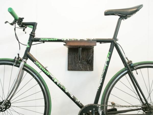 hölzerner-Fahrradhalter-mit-schönem-Design