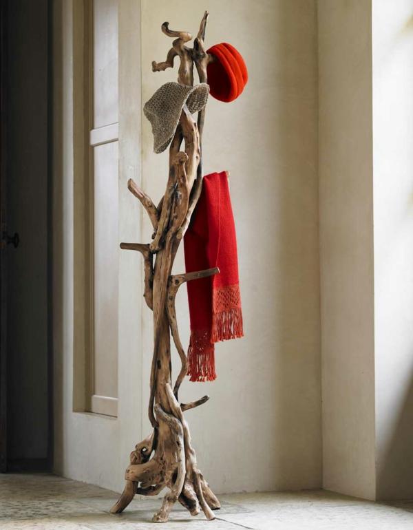 -hölzerner-Garderobenständer-mit-modernem-Design-Wohnidee-