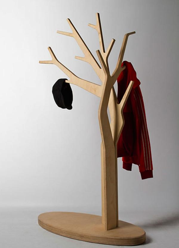 hölzerner-Garderobenständer-mit-modernem-Design-Wohnidee-Kleiderständer-Baum