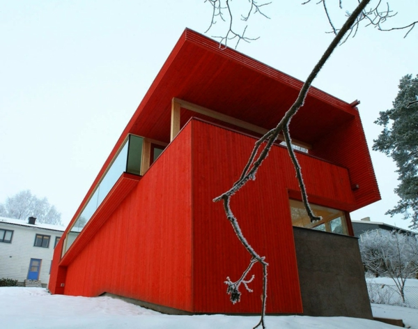 hölzernes-haus-in-roter-farbe