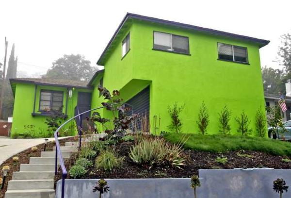 die fluoreszierende farbe ist eine super idee f r die stra enkunst. Black Bedroom Furniture Sets. Home Design Ideas