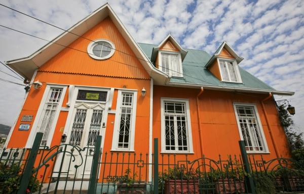 Fassadengestaltung einfamilienhaus grau orange  Hausfassade Farbe: 65 ganz gute Vorschläge! - Archzine.net